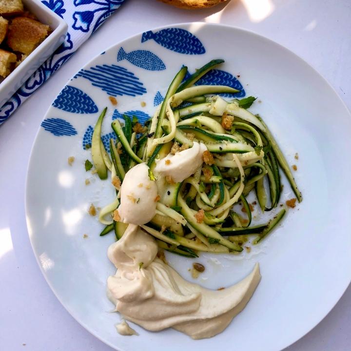 Zucchine marinate e arrotolate con hummus efrisella
