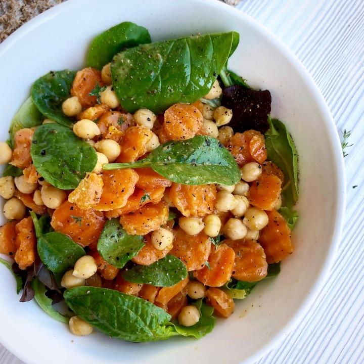 Insalata di carote ceci e spinaci al cumino, timo ezenzero