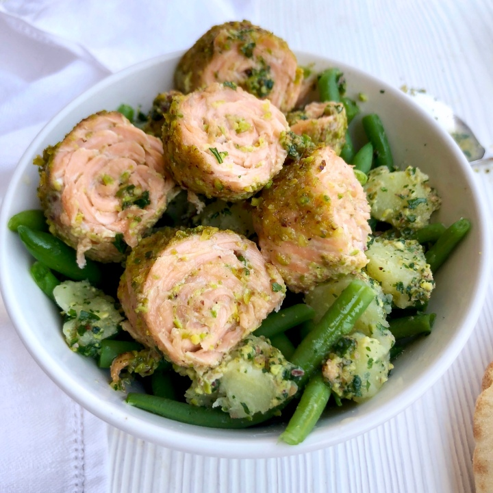 Salmon roll pistacchiati fagiolini e patate in salsaverde
