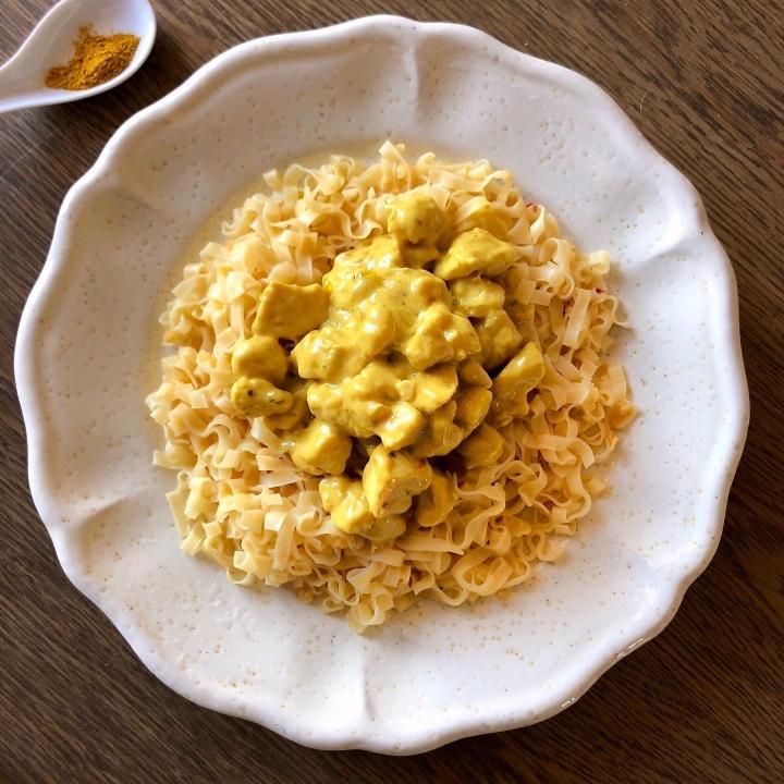 Pollo al curry cremoso con latte dicocco