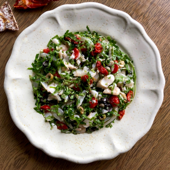 Insalatina di baccalà pomodorini olive finocchi ecapperi